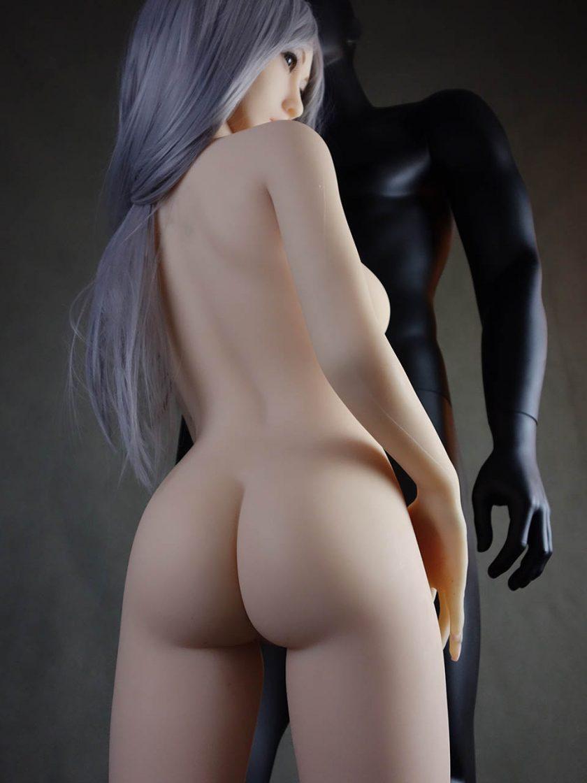 Yan Doll Forever Assise Violet Nue Debout Fesses