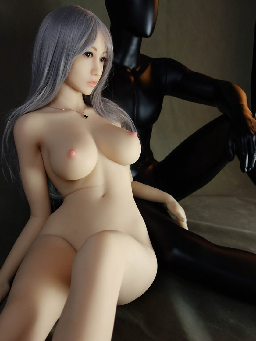Yan Doll Forever Assise Violet Nue Seins Assis VentreBras