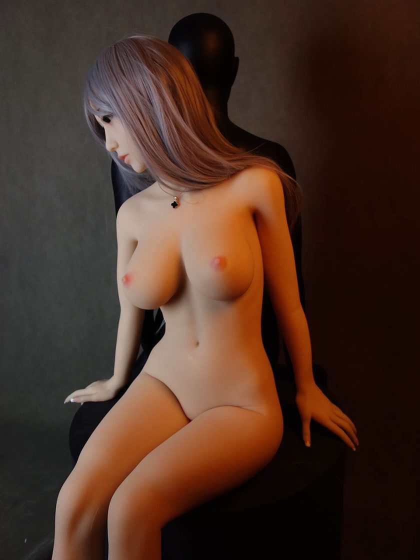Yan Doll Forever Assise Violet Nue Seins Assis
