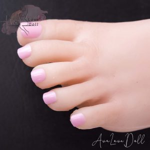 Ongles des pieds roses clairs